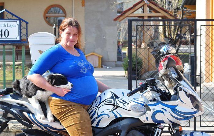 Motoros Kismama Claudia