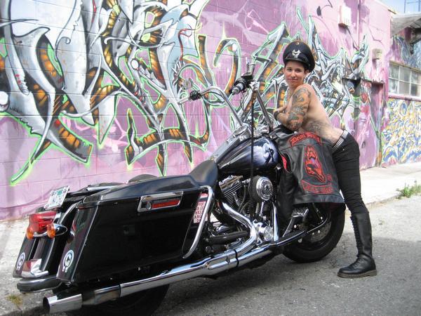 Női motoros klub alapítása