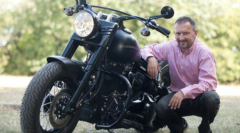 Kovács Kokó István és a Harley-Davidson Softail Slim