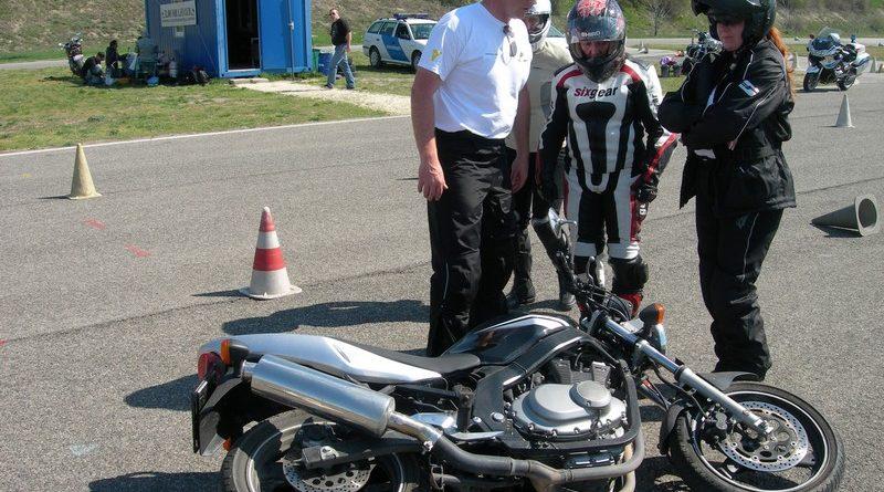 ORFK RSZKK Vezetéstechnikai tréning motoros csajoknak