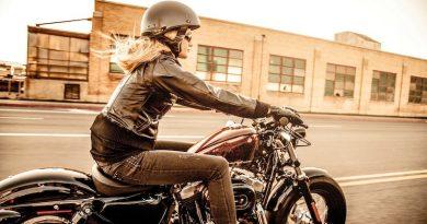 boldogsag motoron erkezik sportster
