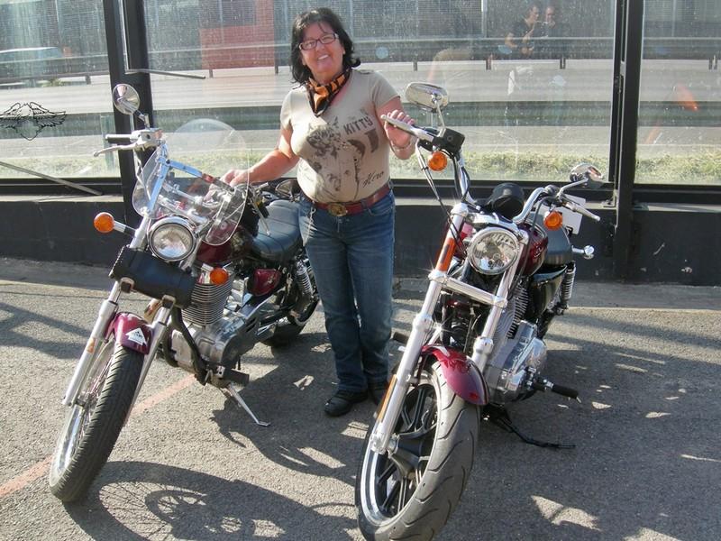 2014-Harley-Davidson-XL883L-SuperLow 4