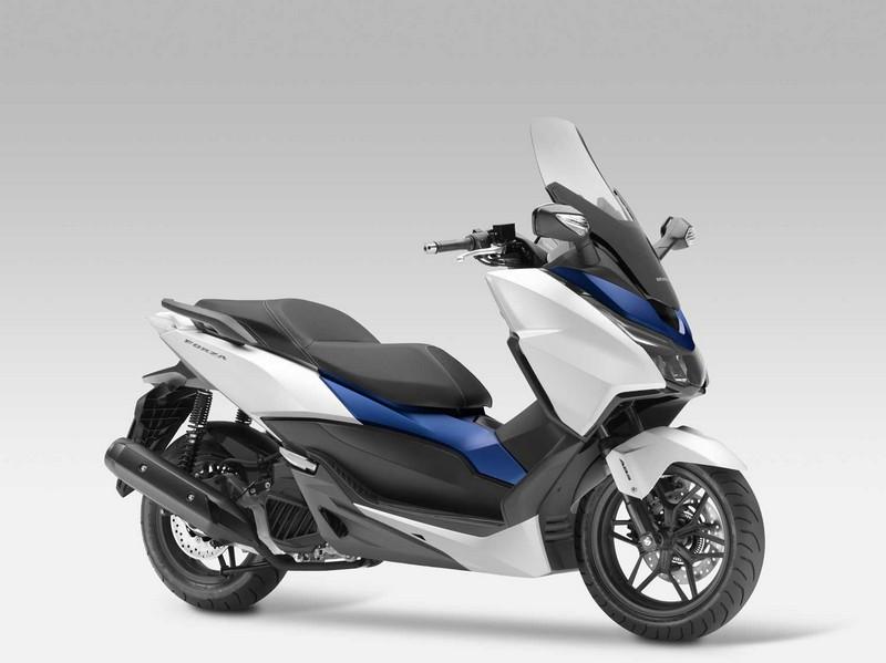 2015-Honda-Forza-125-002