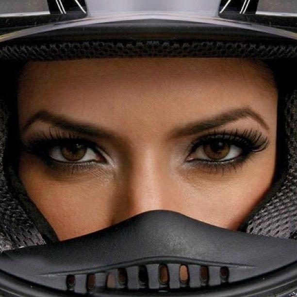 szemek - forras: supermotorbikes instagram
