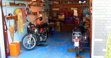 Motor garazsban