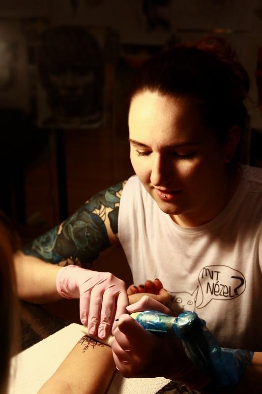 Buza Zsofi Invictus Tattoo profil