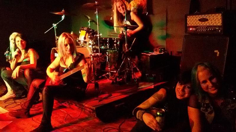 kekesi niki rock zenesz dama larma