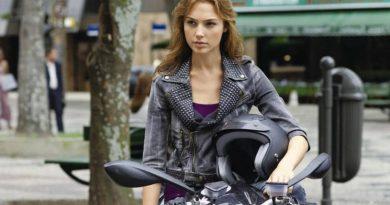 gal gadot motorcycle