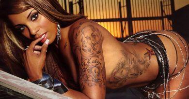 sexy tattoo girl