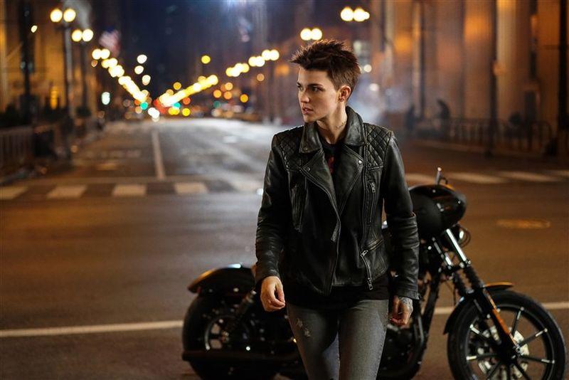 batwoman ruby rose motorcycle