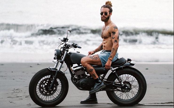hank ge szakallas motoros