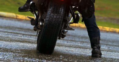 autogumi motorkerekparra csajok a motoron