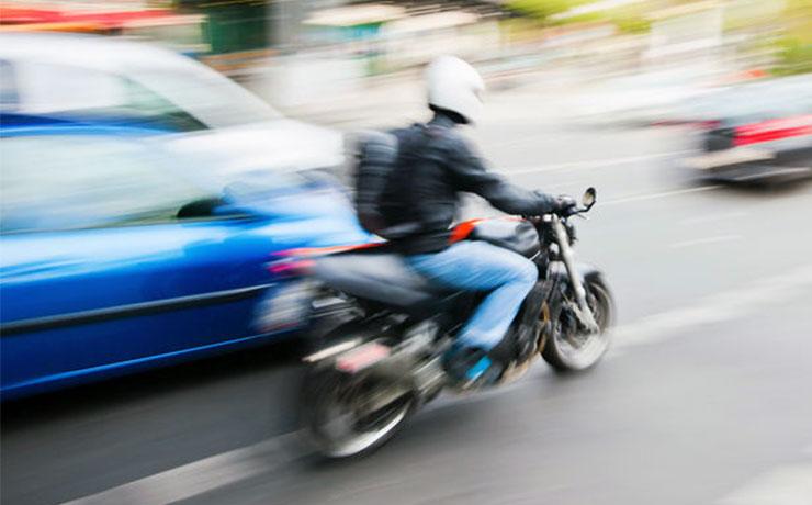 lathatatlan motorosok csajok a motoron