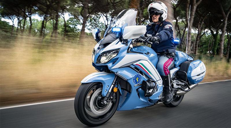 Yamaha olasz rendőrmotor