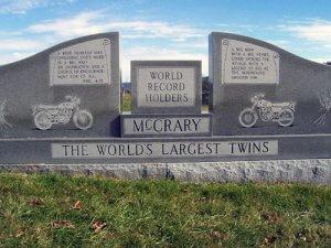 McCrary Ikrek sírköve