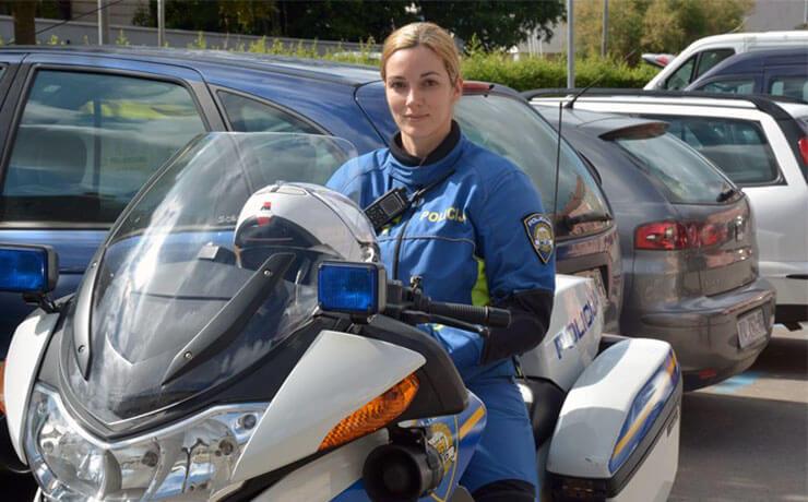 Anita a Pulai motoros rendőrnő