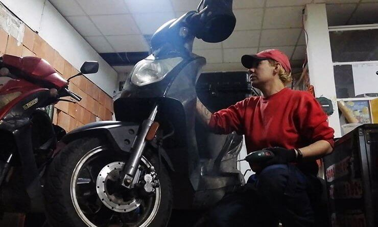 Bátai Aranka motorszerelő