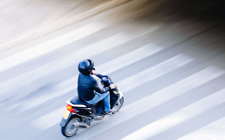 Hogyan védd a gyalogosokat motorozás közben