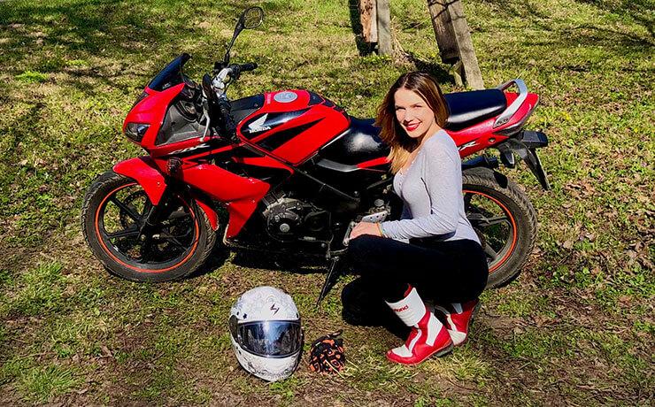 Kummer-Rácz Anett Honda CBR125 csajok a motoron