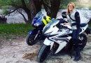 Békés Dóra közlekedőegyénHona CBR 500 motorozás a pilisben