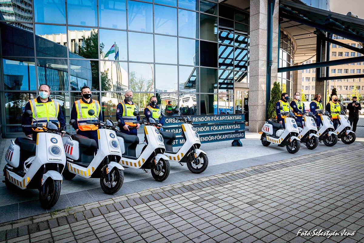 NIU elektromos robogót kaptak a polgárőrök