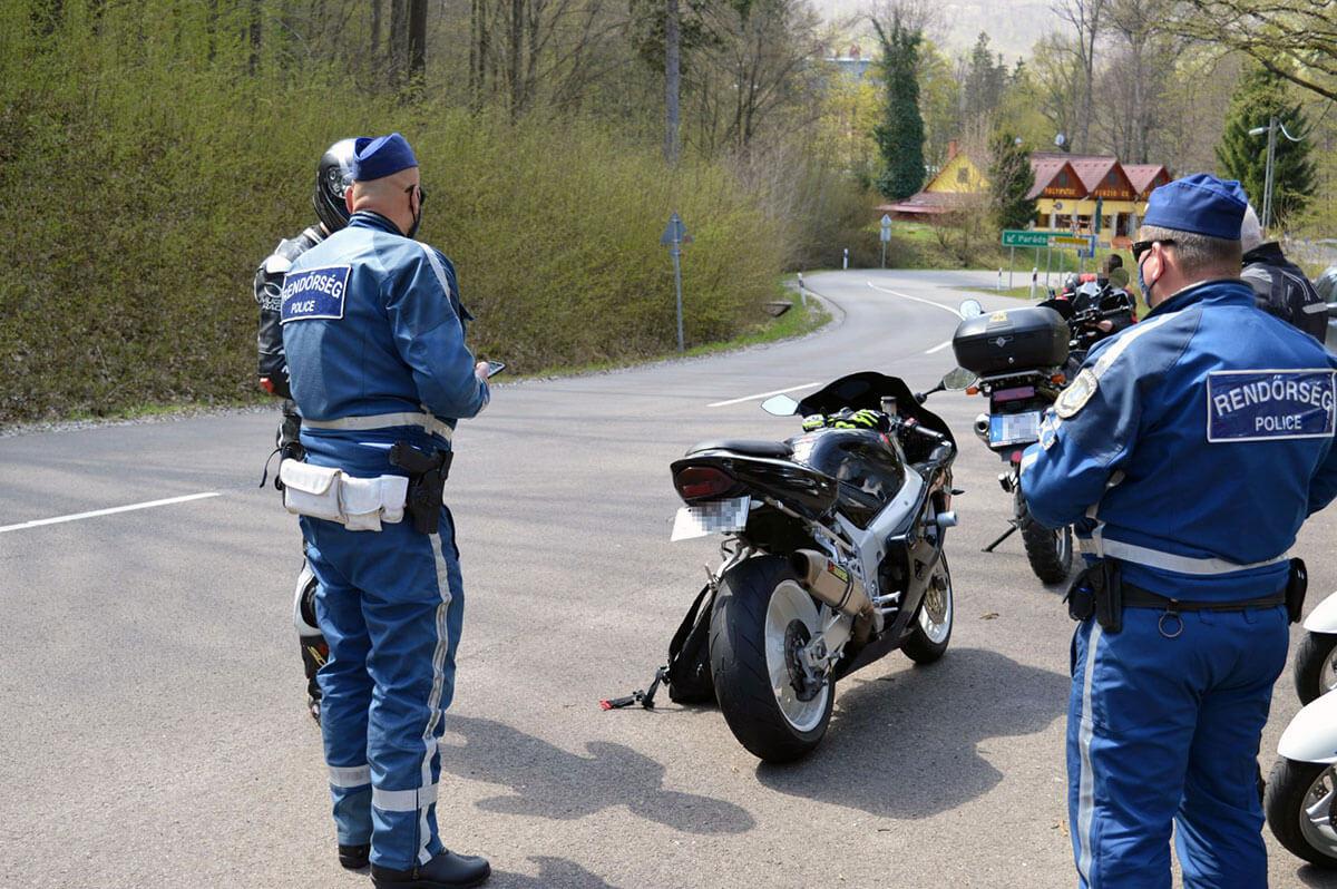 Rendőri ellenőrzés a Mátra és a Bükk útjain