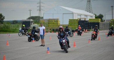 Motoros vezetéstechnikai tréningek összehasonlítása 2021